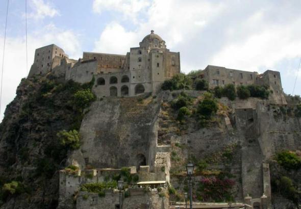 вид на цитадель Арагонского замка