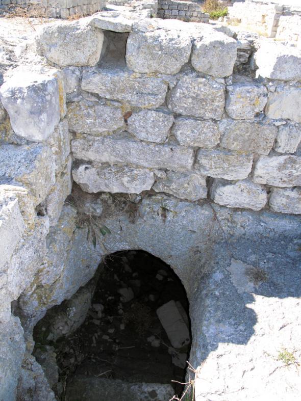 ход в подземную часть
