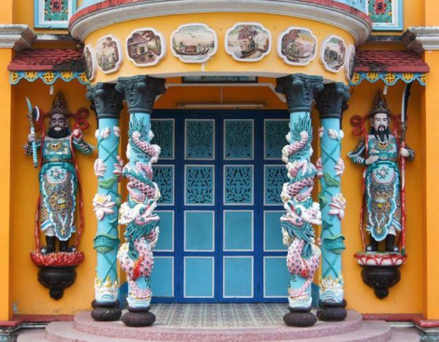 Ворота в храм /г. Ка Мау Вьетнам/